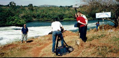 Paul de Leeuw in Uganda. Regie Michiel van Erp